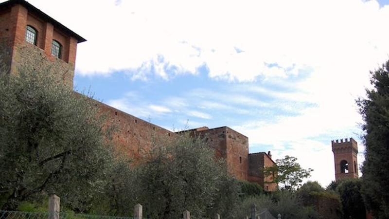le mura della fortezza di montecarlo di lucca