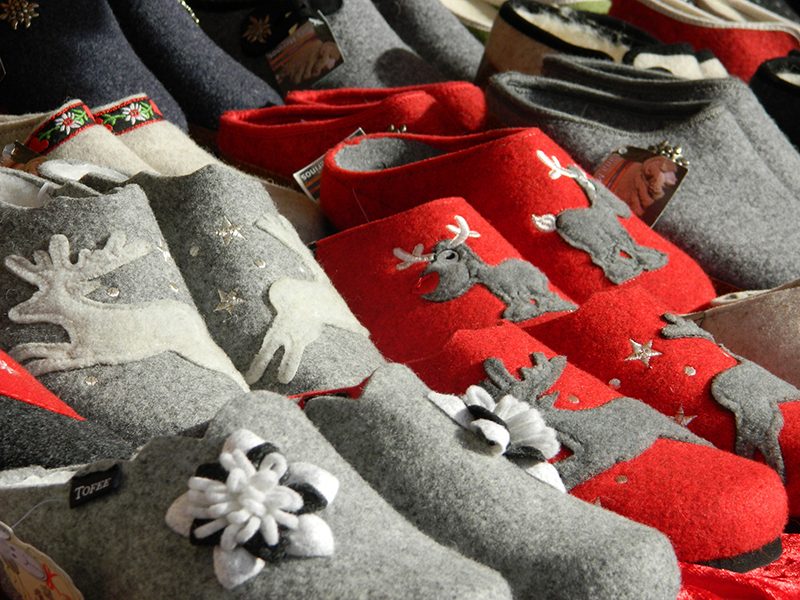 Mercatino di natale in piazza santa croce for Pantofole natalizie